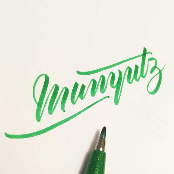 Brushlettering mit Pentel Sign Brush