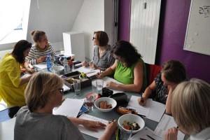 Handlettering-Gruppe-im-Gespräch