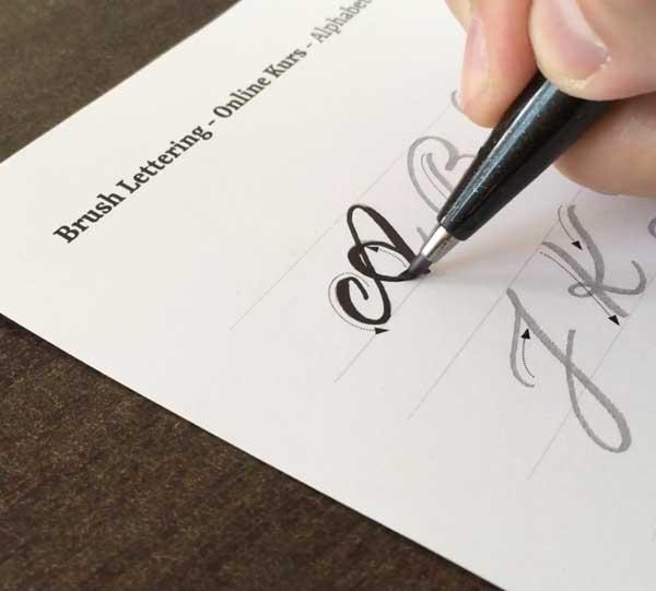 24 Verschiedene übungsbögen Logodesign Und Handlettering Robert Bree